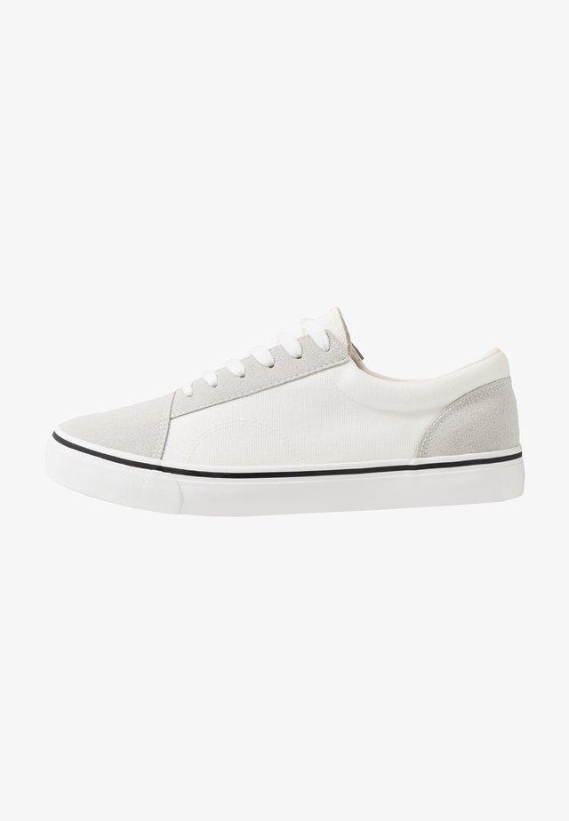 AXEL SHOE - Sneakersy niskie - white/grey