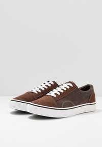 Cotton On - AXEL SHOE - Sneakersy niskie - brown - 2