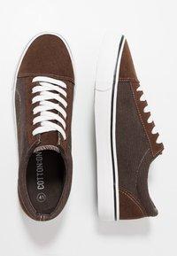 Cotton On - AXEL SHOE - Sneakersy niskie - brown - 1