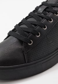 Cotton On - DICKSON CLASSIC - Matalavartiset tennarit - black - 5