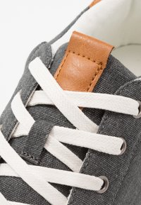 Cotton On - DICKSON CLASSIC - Tenisky - washed black/white - 5