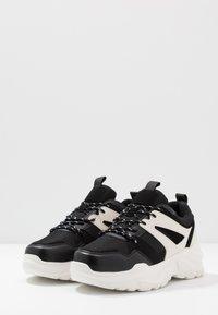 Cotton On - OSKAR CHUNKY - Sneakers basse - black/white - 2
