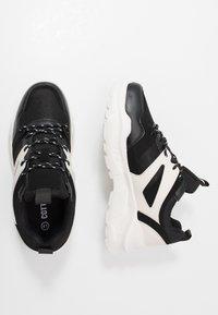 Cotton On - OSKAR CHUNKY - Sneakers basse - black/white - 1