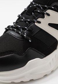 Cotton On - OSKAR CHUNKY - Sneakers basse - black/white - 5