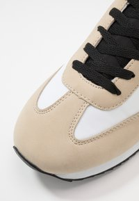 Cotton On - RYAN RETRO TRAINER - Tenisky - offwhite/sand - 5