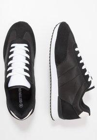 Cotton On - RYAN RETRO TRAINER - Sneakersy niskie - black/white - 1