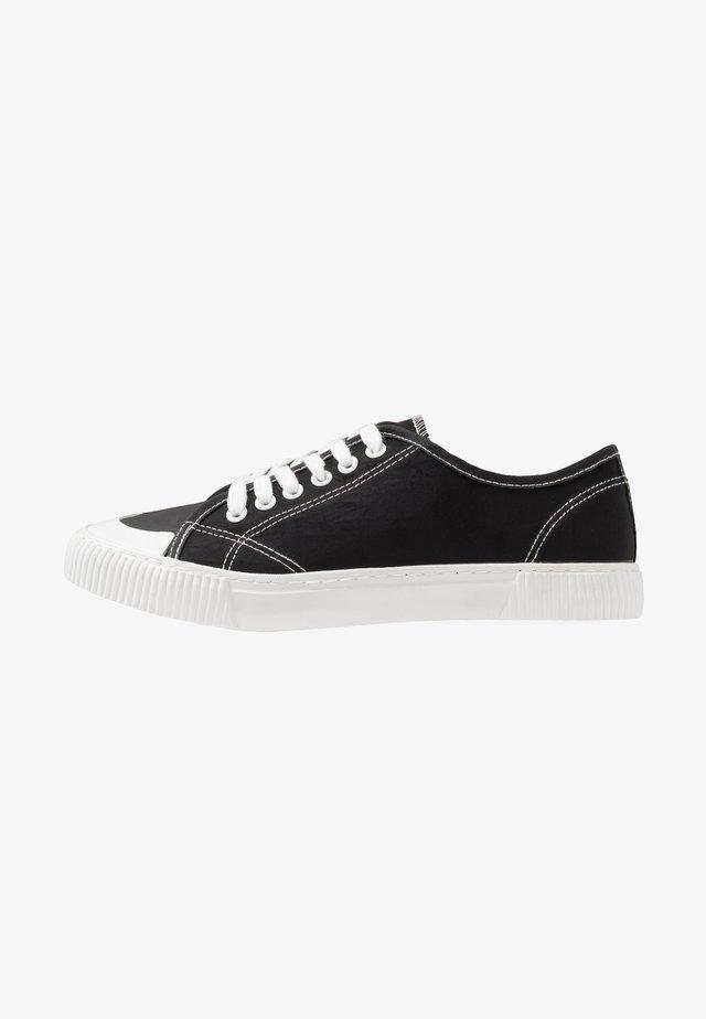 LACCA RETRO SKATE SHOE - Trainers - black/white