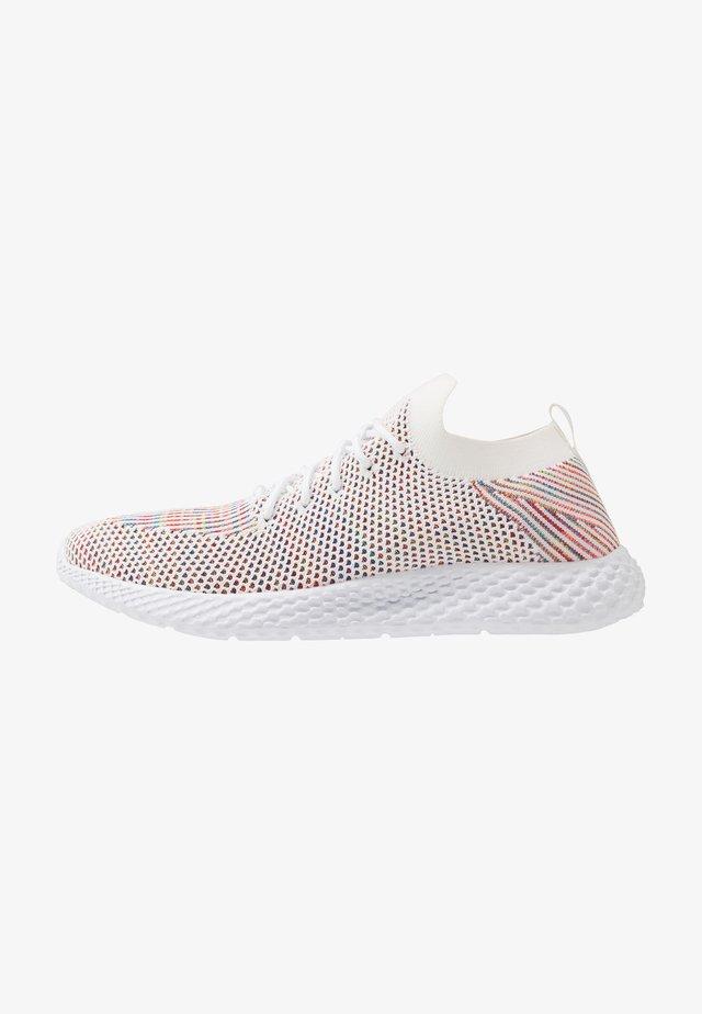 HATCHER TRAINER - Sneakersy niskie - white/rainbow