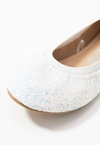 Cotton On - KIDS PRIMO - Ballerina's - white glitter - 5