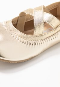 Cotton On - KIDS PRIMO - Ballerina's - elastic crossover - 5