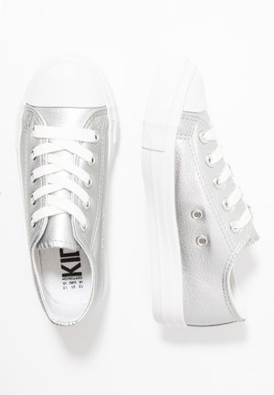 CLASSIC TRAINER LACE UP - Trainers - silver metallic