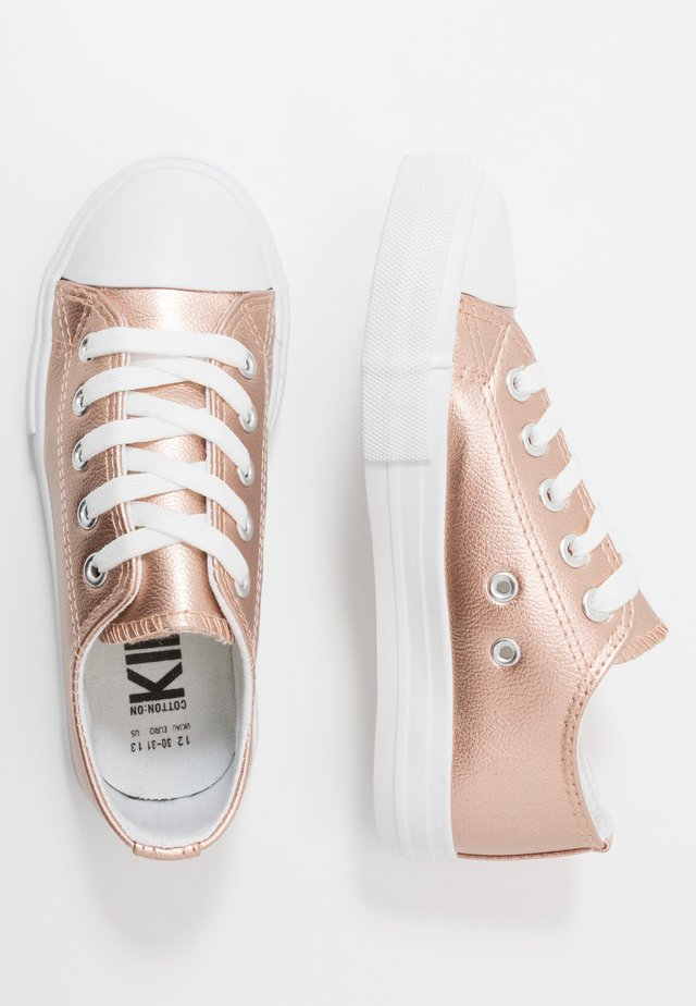 CLASSIC TRAINER LACE UP - Baskets basses - rose gold metallic