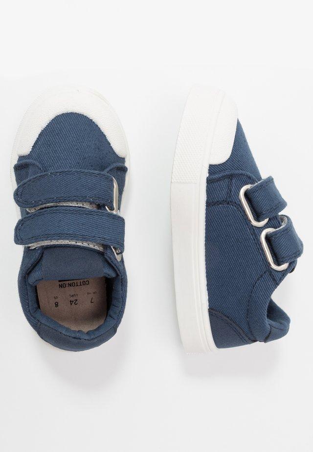 MULTI STRAP TRAINER - Sneakers basse - vintage navy