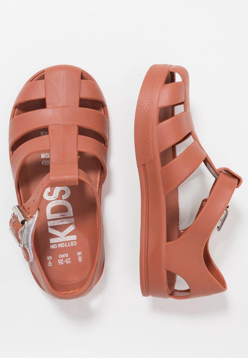 Cotton On - JELLY - Sandały kąpielowe - amber brown