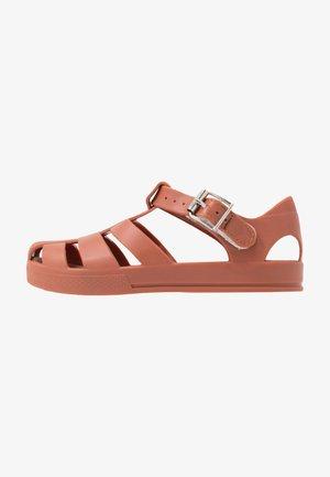 JELLY - Sandály do bazénu - amber brown