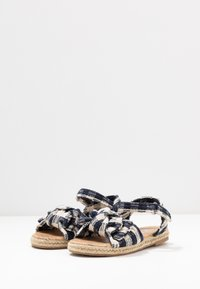 Cotton On - BOW  - Sandalen - navy blazer - 3