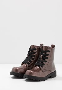 Cotton On - ROXIE COMBAT BOOT - Bottines à lacets - rose gold glitter - 3