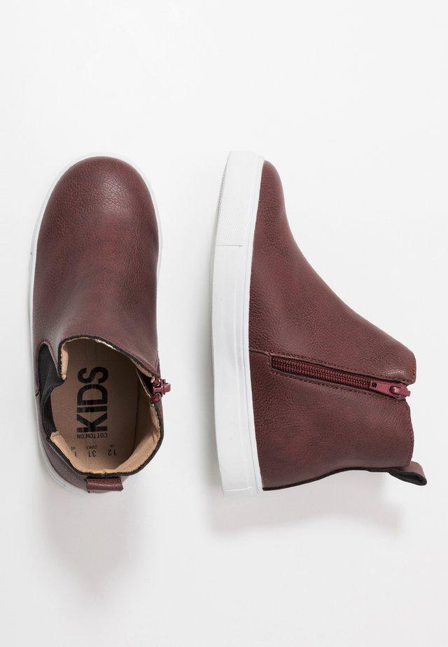 DARCY GUSSET BOOT - Kotníkové boty - burgundy smooth