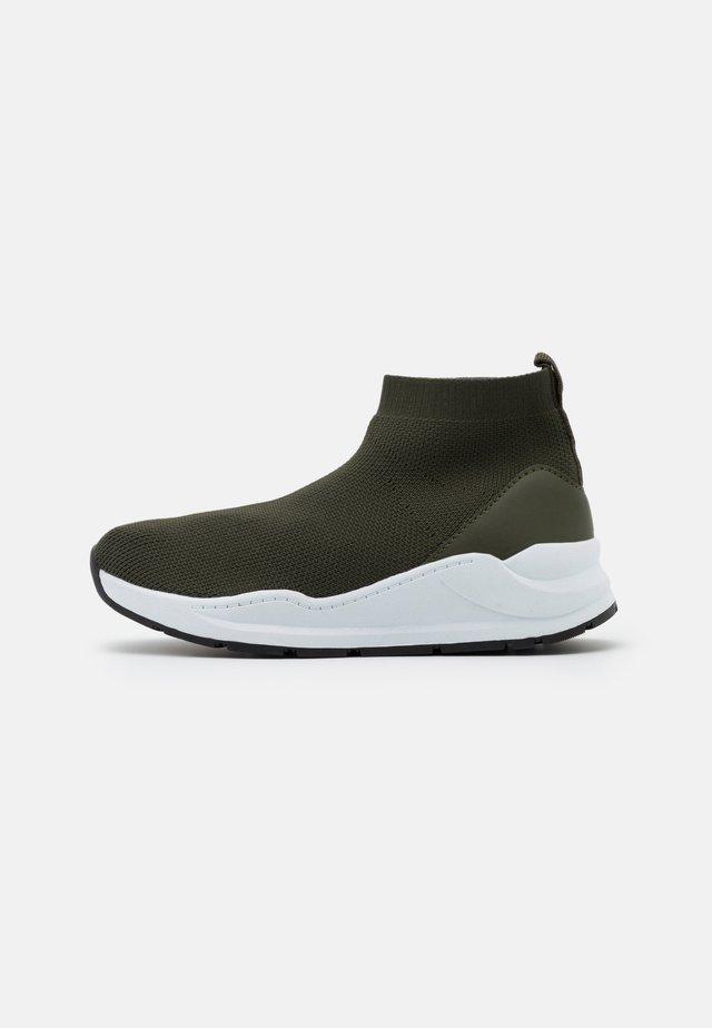 TRAINER UNISEX - Höga sneakers - beatle green