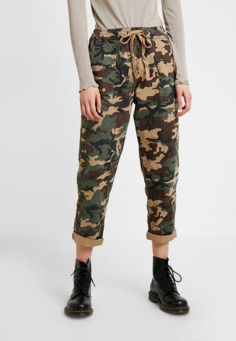 Cotton On - ROLLED HEM CHINO - Trousers - dark green
