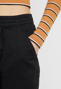 Cotton On - ROLLED HEM CHINO - Kalhoty - black - 4