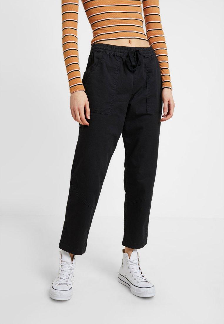 Cotton On - ROLLED HEM CHINO - Kalhoty - black