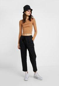 Cotton On - ROLLED HEM CHINO - Kalhoty - black - 1
