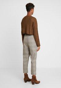 Cotton On - AVA TAPERED PANT - Spodnie materiałowe - tortoiseshell - 2