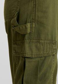 Cotton On - BREYA UTILITY CROP PANT - Trousers - winter moss - 4