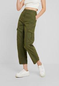 Cotton On - BREYA UTILITY CROP PANT - Trousers - winter moss - 0