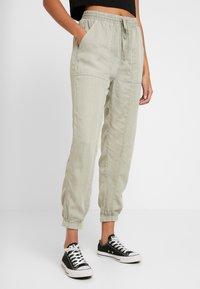 Cotton On - CHELSEA LIGHTWEIGHT - Kalhoty - washed khaki - 0