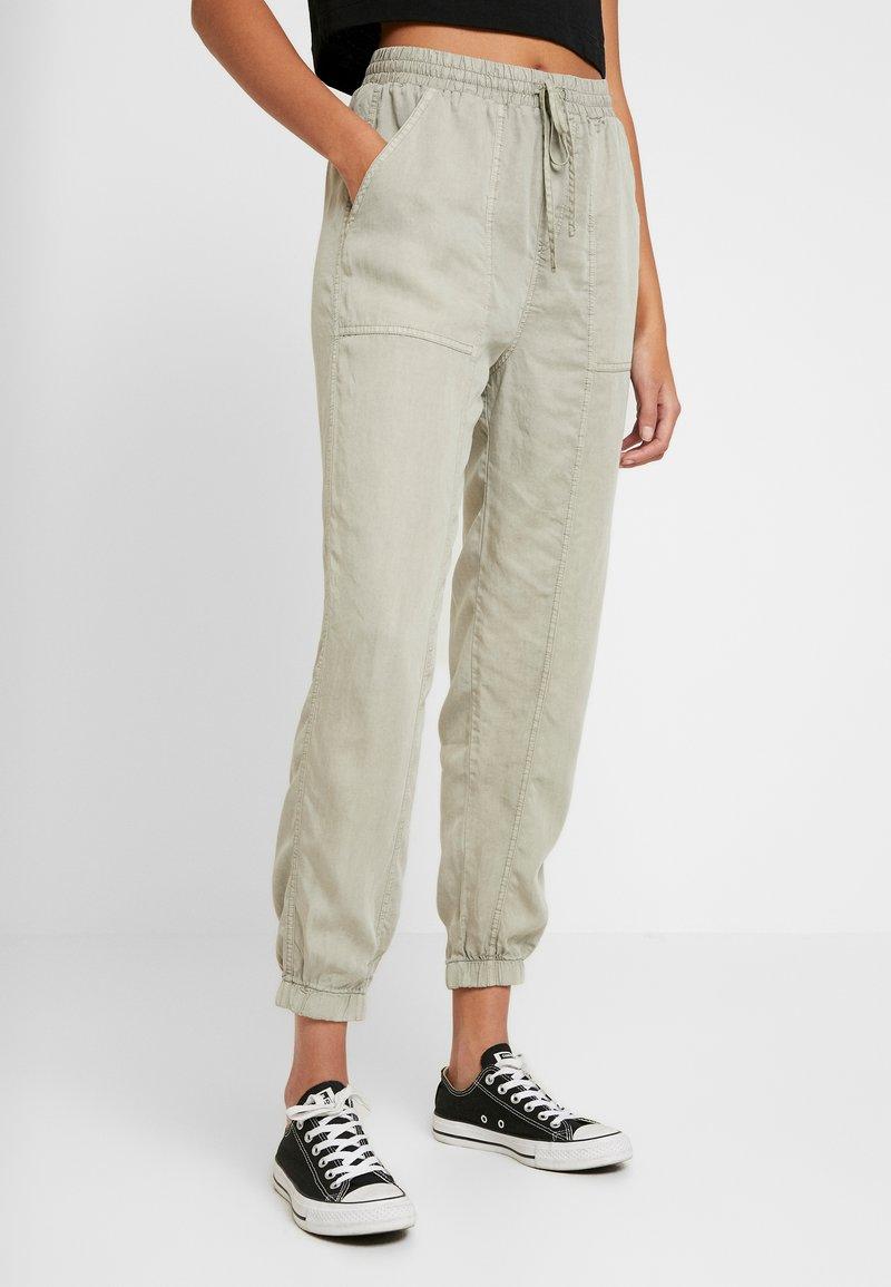 Cotton On - CHELSEA LIGHTWEIGHT - Kalhoty - washed khaki