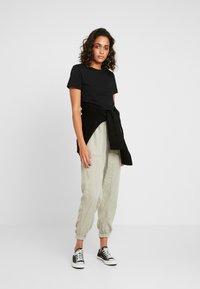 Cotton On - CHELSEA LIGHTWEIGHT - Kalhoty - washed khaki - 2