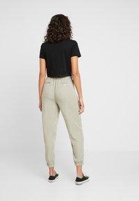 Cotton On - CHELSEA LIGHTWEIGHT - Kalhoty - washed khaki - 3