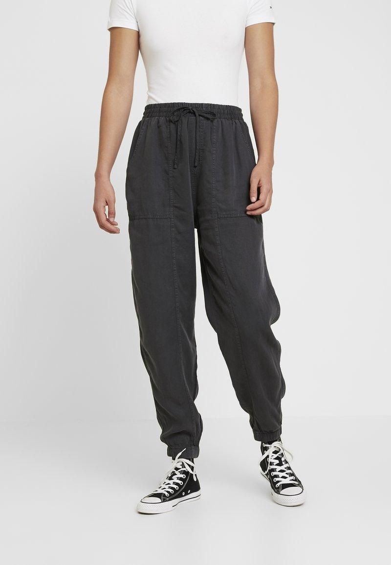 Cotton On - CHELSEA LIGHTWEIGHT - Bukse - washed black