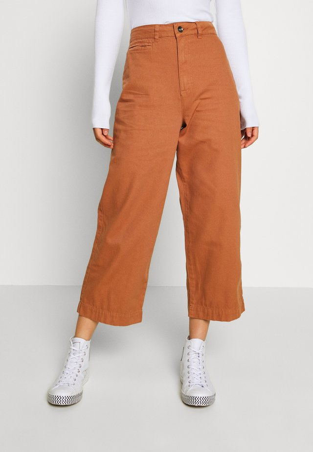 TAYLOR CROP UTILITY - Trousers - mocha bisque