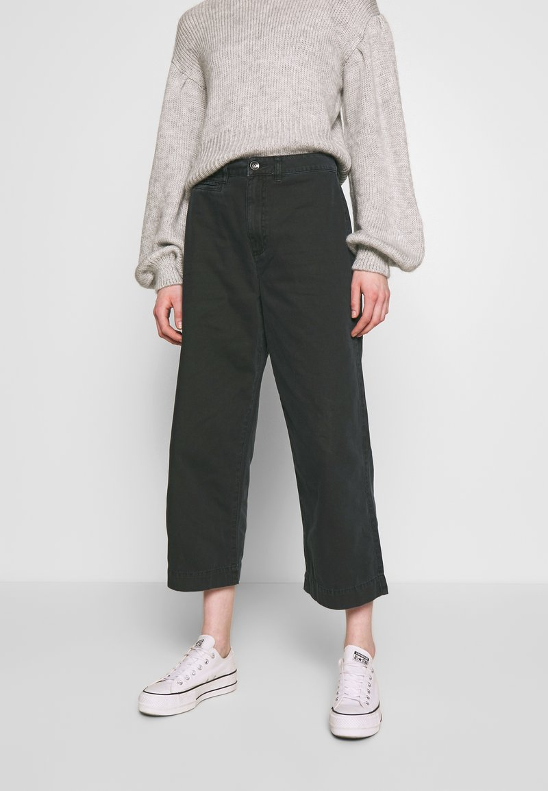 Cotton On - TAYLOR CROP UTILITY - Bukse - washed black