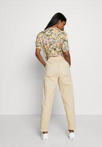 Cotton On - EVIE  - Spodnie materiałowe - oats - 2
