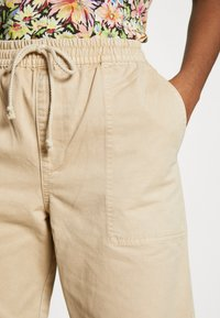 Cotton On - EVIE  - Spodnie materiałowe - oats - 4