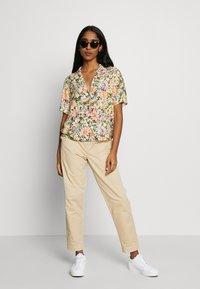 Cotton On - EVIE  - Spodnie materiałowe - oats - 1