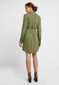Cotton On - TAMMY LONG SLEEVE DRESS - Blusenkleid - khaki - 2