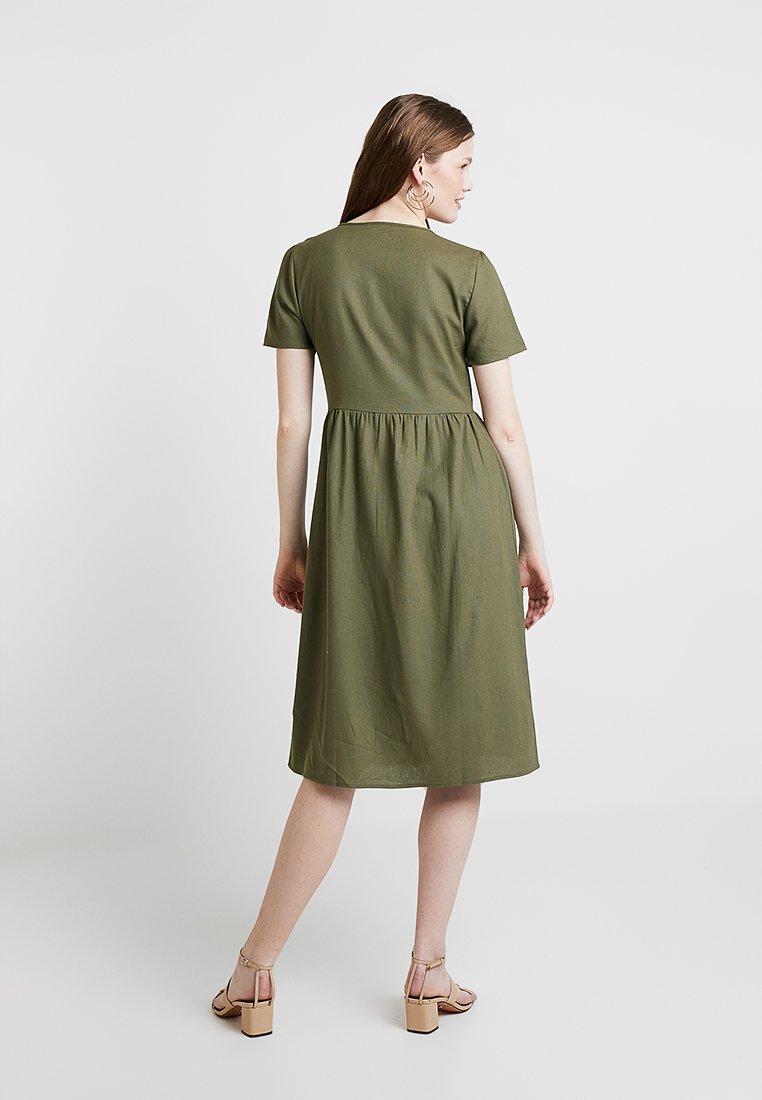 Cotton On - CAMILA BUTTON THROUGH MIDI DRESS - Blusenkleid - burnt olive