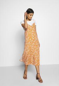 Cotton On - WOVEN VERONICA DRESS - Day dress - millie glazed ginger - 1