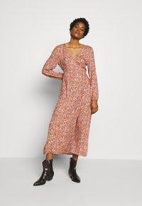 Cotton On - WRAP LONG SLEEVE MIDI DRESS - Korte jurk - luna rust - 1