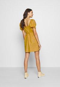 Cotton On - AURORA SHORT SLEEVE MINI DRESS - Košilové šaty - mineral yellow - 2