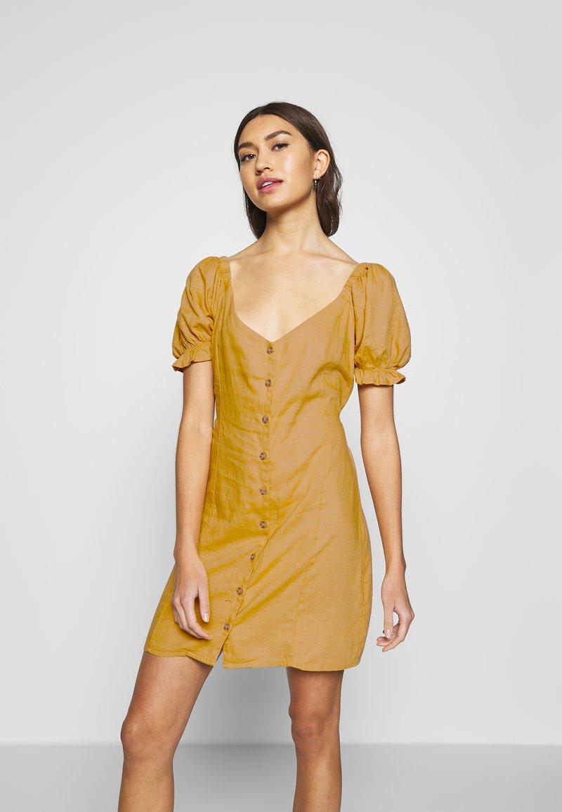 Cotton On - AURORA SHORT SLEEVE MINI DRESS - Košilové šaty - mineral yellow