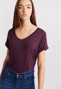 Cotton On - KARLY SLEEVE V NECK - T-shirts - winetasting - 0