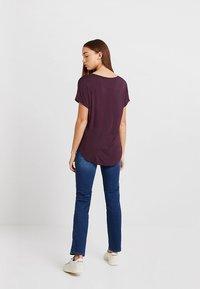 Cotton On - KARLY SLEEVE V NECK - T-shirts - winetasting - 2