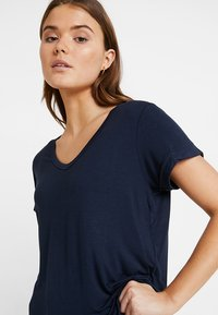 Cotton On - KARLY SLEEVE V NECK - T-shirts - moonlight - 3
