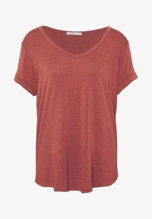 KARLY SLEEVE V NECK - T-shirts - mahogany